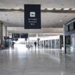 « Ça me rend fou » : ni quarantaine ni traçage à Roissy, des passagers déconcertés