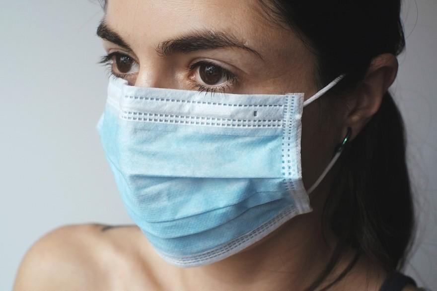 #Coronavirus : quelles alternatives au port du masque pour les personnes sourdes et malentendantes ?