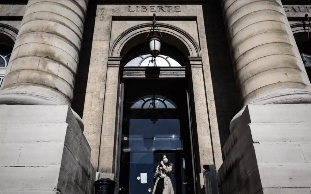 Plaintes liées au Covid-19 : en France, l'heure des comptes a sonné