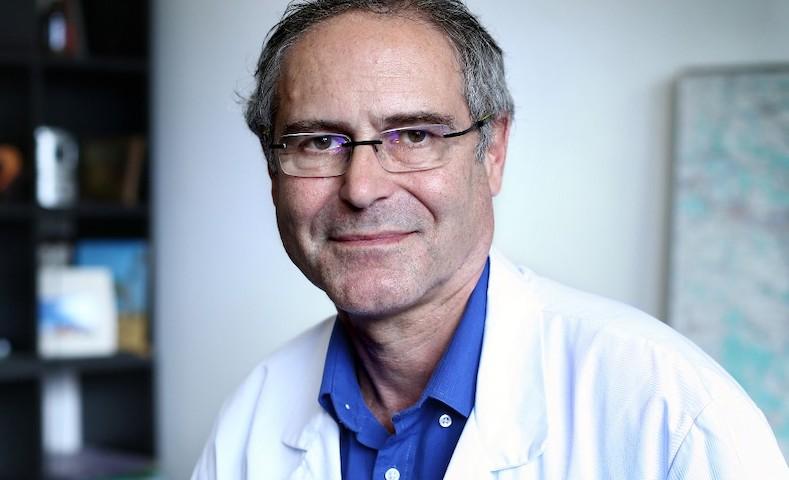 """#Coronavirus : """"Les décisions n'ont pas été prises pendant des semaines et des semaines"""", déplore le professeur Christian Perronne"""